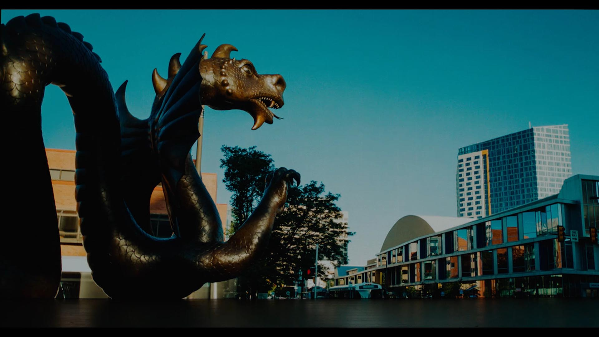 Dragon statue with philly skyline