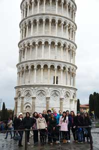 Students in front of the Leaning Tower of Pisa