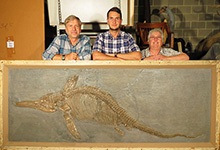The Ichthyosaurus somersetensis specimen at the Academy of Natural Sciences with (from L–R) Ted Daeschler, Dean Lomax and Judy Massare.