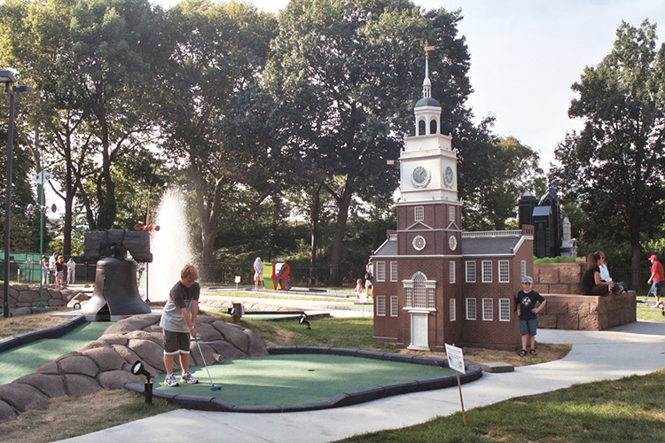 Play Mini Golf in Franklin Square