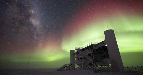 The IceCube Lab with Milky Way and aurora australis, July 2014. Image Credit: Ian Rees, IceCube/NSF