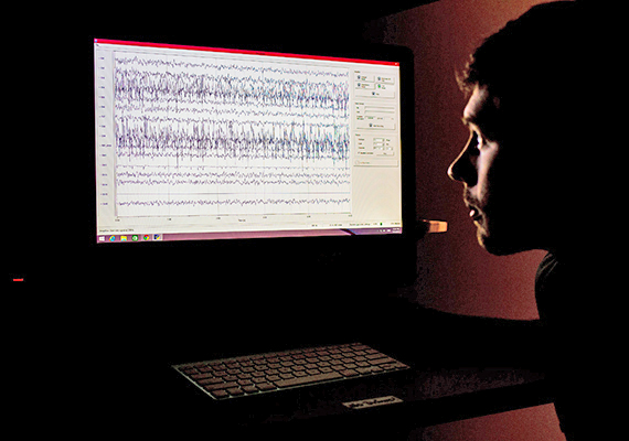 Applied Cognitive and Brain Sciences researcher examines brain waves