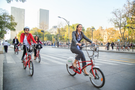Photo of a group of cyclists using Ecobici in Mexico City