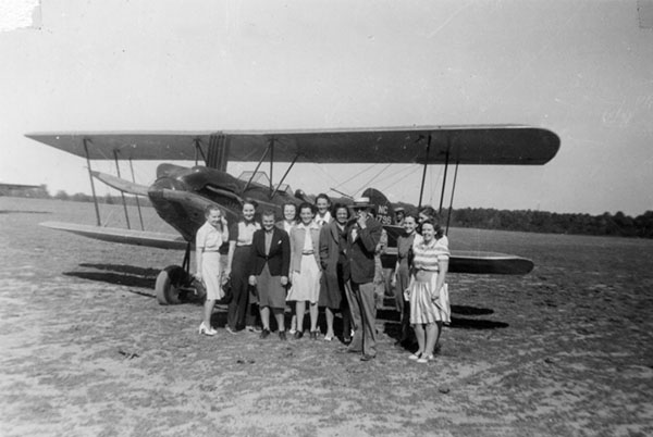 Members of the class of 1944 of Woman's Medical College of Pennsylvania pose with Dr. Kuhlenbeck at Somerton Airport (The Legacy Center Archives and Special Collections)