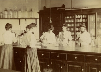 Female medical students in a laboratory at Medical College of Pennsylvania in the 1890s.
