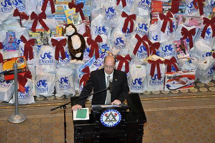 "Drexel ""Elves"" to Wrap More than 5,000 Toys In Eco-Friendly Bags"