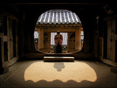 Photographs of Traditional Korean Architecture Showcased at Drexel