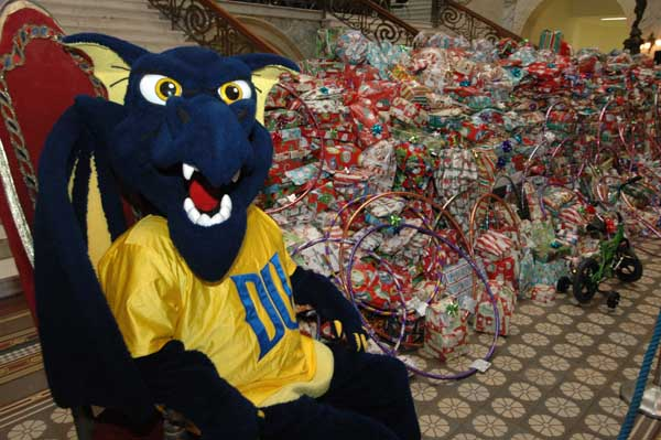 Santa and Drexel Helpers to Distribute a Record 5,000 + Toys to West and North Philadelphia Children