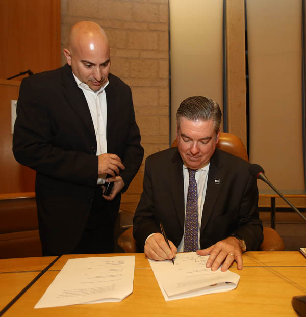 Drexel Pres. Fry signs research agreement with CHOP and Hebrew University in Jerusalem