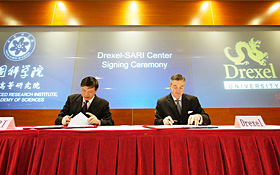 Dr. Jiang Mianheng and John A. Fry sign the agreement between SARI and Drexel.