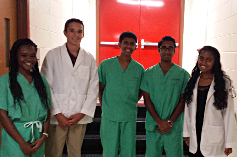 Photo of high school students at Mini-Med Discovery Days