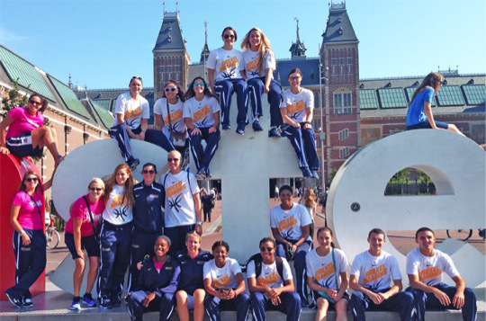 The women's basketball team in front of Amsterdam's Rijksmuseum. Photo courtesy of Drexel Athletics.