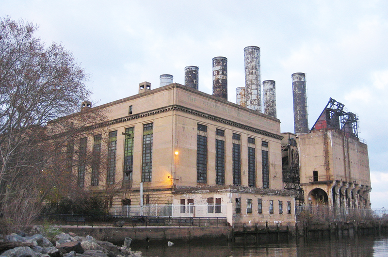 The largely vacant Delaware Power Station dominates more than 1,000 feet of the Delaware River waterfront.