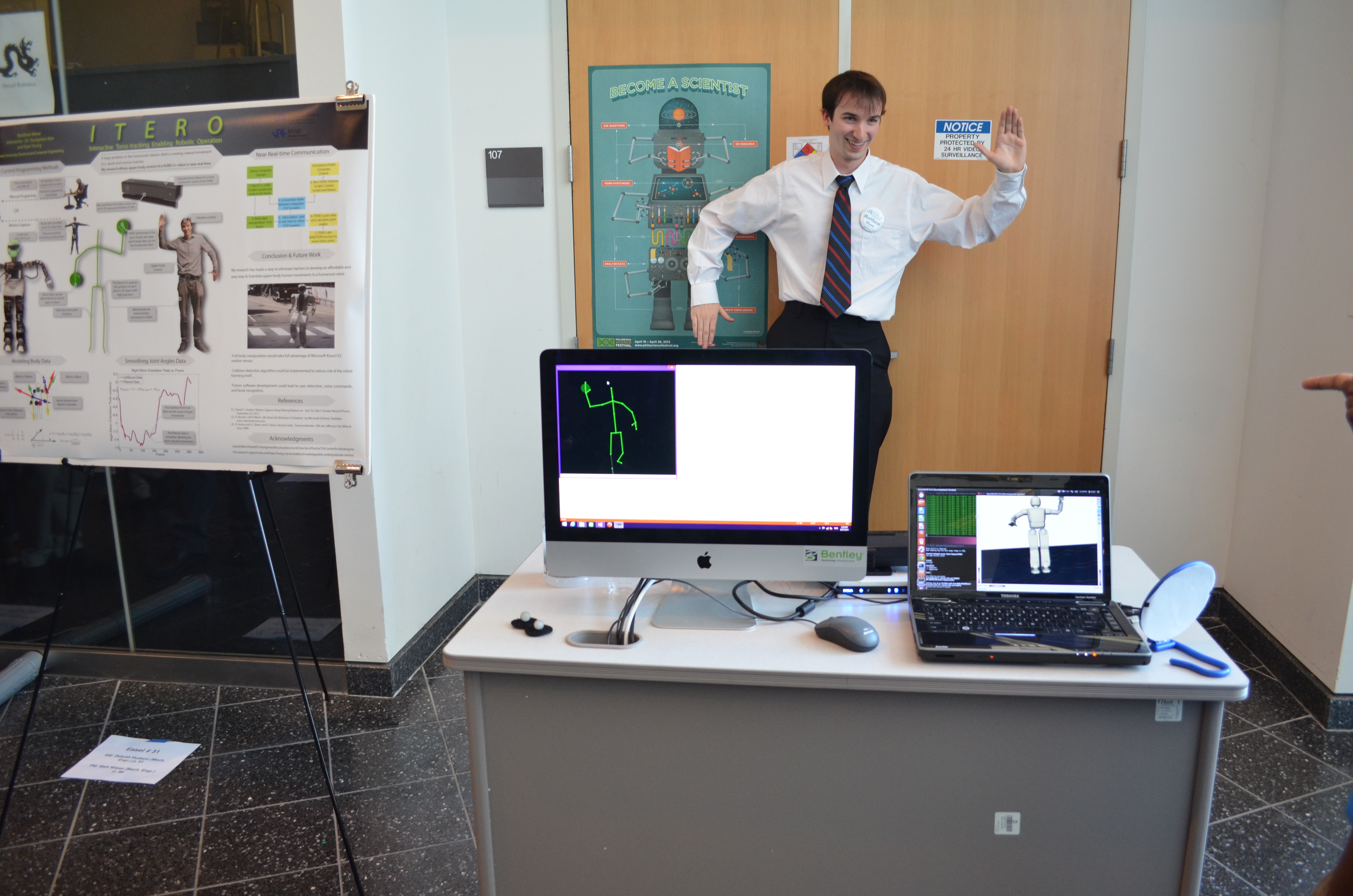 A 2014 STAR Scholar demonstrates his research.