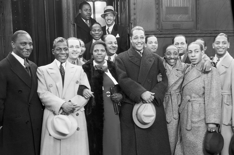 Duke Ellington and his band in wool overcoats and tailored dress signify celebrity status, Los Angeles, 1934. Courtesy of Bettmann/CORBIS.