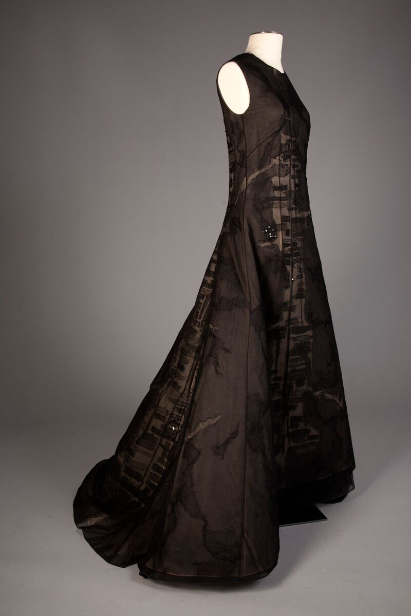 American long black ball gown, by Chado Ralph Rucci, from the 2006 resort collection, a gift of Mrs. William McCormick Blair. Photo by Michael J. Shepherd.