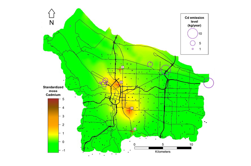 A map of Portland depicting cadmium levels that shows the two hot spots discovered through the moss samples. The black dots on the map show areas where samples were taken. Courtesy of Sarah Jovan, U.S. Forest Service.