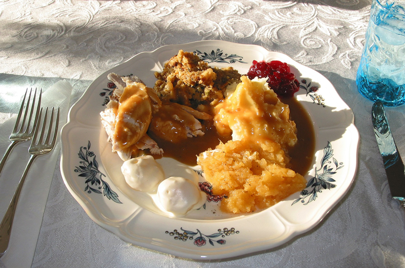 A plate of traditional Thanksgiving food.
