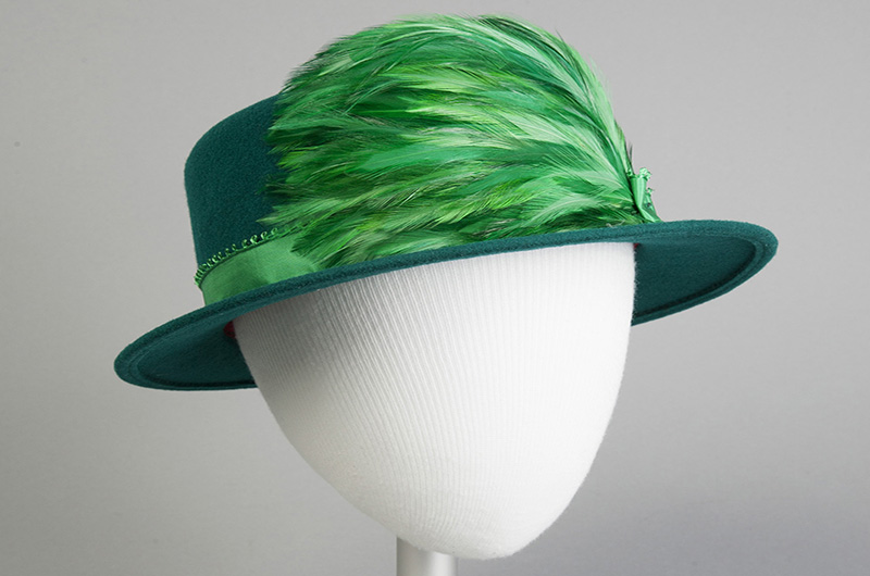 Hat, Olivia Turner, c. 1999, USA. Gift of Nancy Stowe Weinberg. Photo courtesy The Robert and Penny Fox Historic Costume Collection.