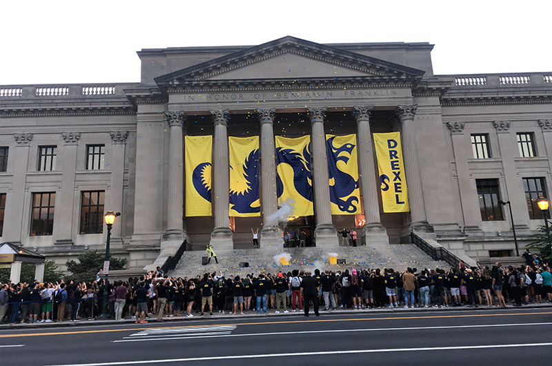 Freshmen at Drexel University's 2017 Welcome Week kick-off event at the Franklin Institute.