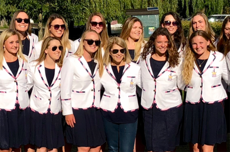 The women's crew team in Henley-on-Thames together with Cara Fry (middle).