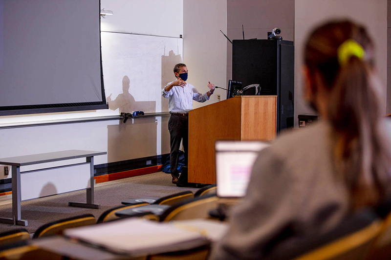 A Kline School of Law lecture from fall term. Photo by Ben Wong.