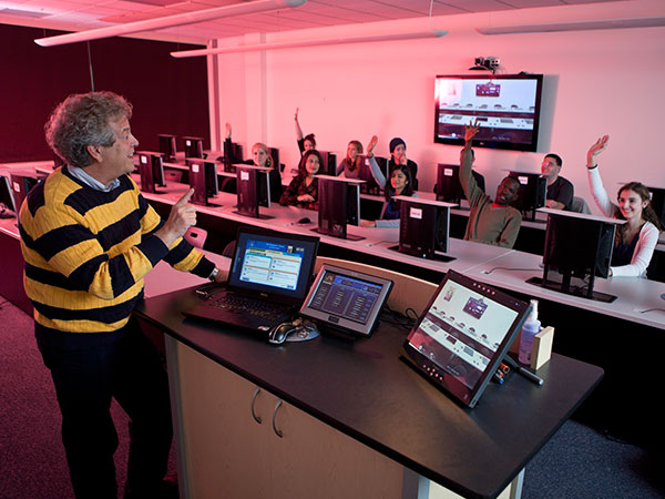 Gullo Dominic teaching in a computer lab